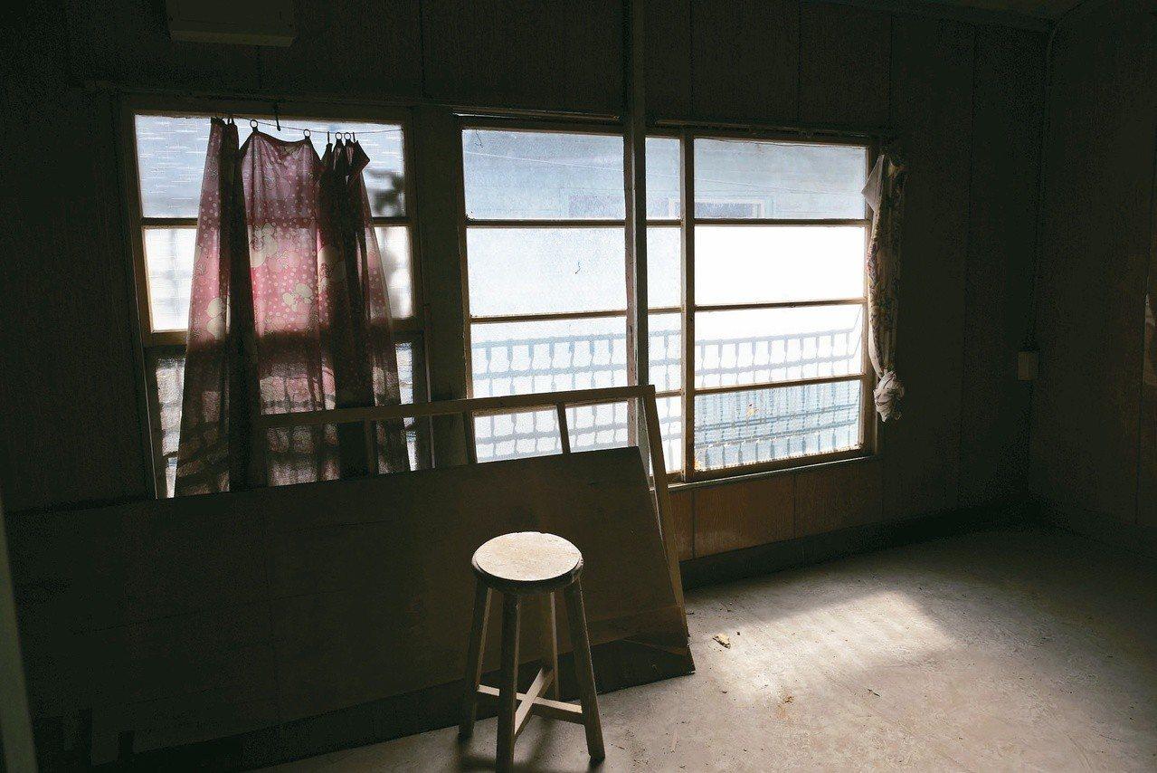 作者的祖母以嘉義第一批用檜木蓋成的販厝經營旅社。