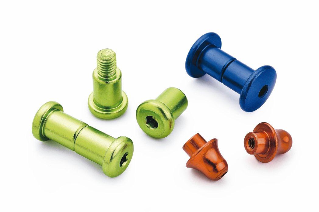 捷領螺絲專精各種螺絲及六角扳手等扣件製造。 吳青常/攝影