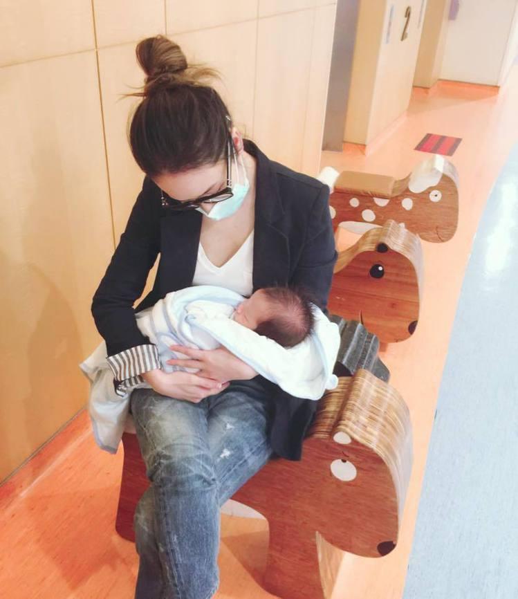 侯佩岑的小兒子一出生就被診斷罹患新生兒溶血症。圖/擷自facebook