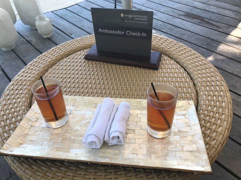 渡假村特別有給予大使會員的Check-In處,還附上飲料與毛巾。圖文來自於:Tr...