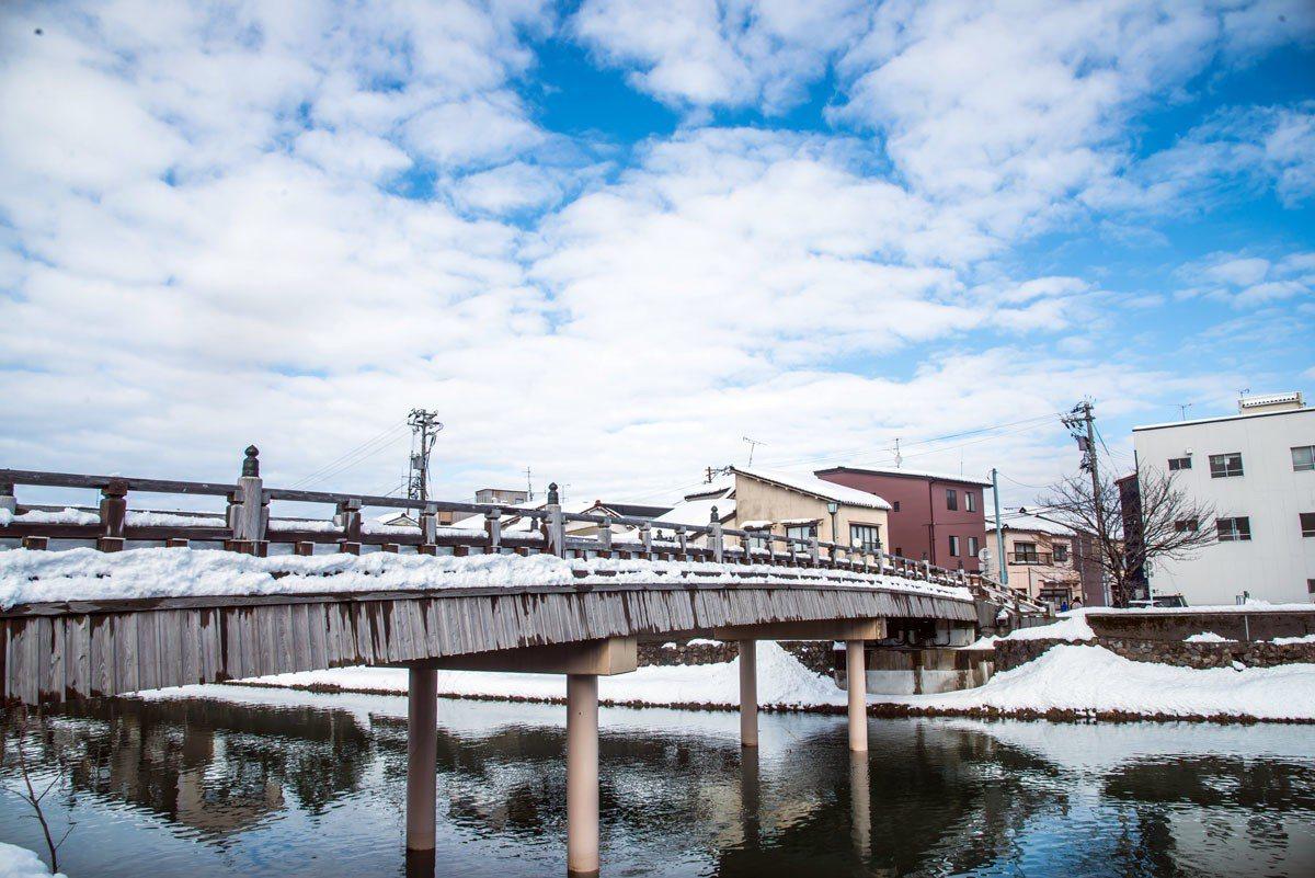 中之橋橋身儘管修築,還是保留木構造建築。