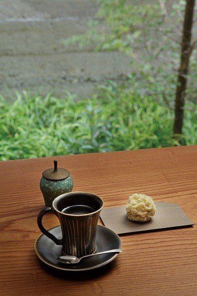 吃和菓子不再只能搭配抹茶,以頂級咖啡佐老舖和菓子,全新吃法令人眼睛一亮。