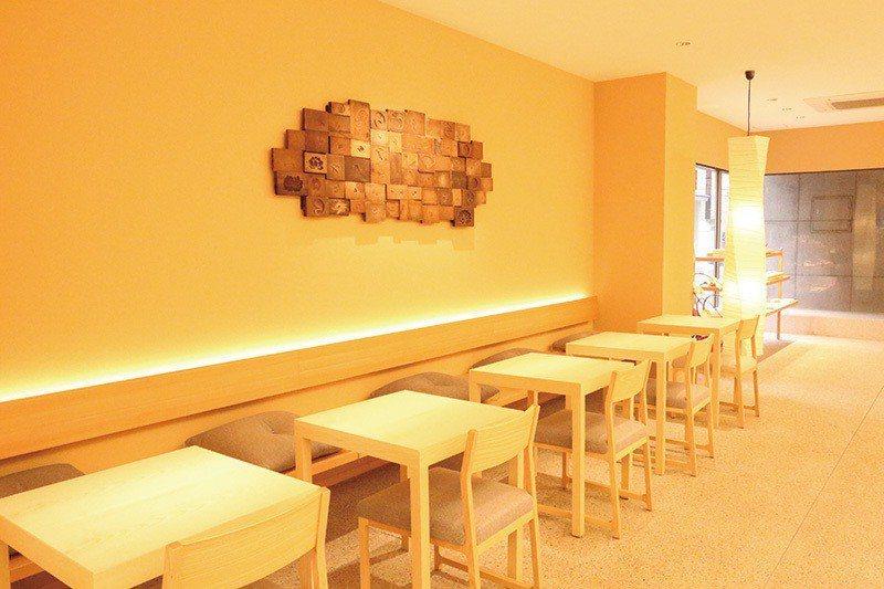 2017年6月於本店內新設置的茶房空間,木質的設計溫暖舒適。