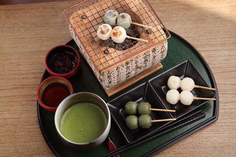 ほくほく、お団子セット(糰子套餐)¥1318/可以體驗自己烤糰子的樂趣,是店內人...
