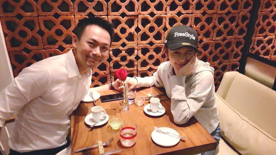 徐若瑄(右)與丈夫李雲峰(左)慶祝結婚4周年。圖/摘自臉書