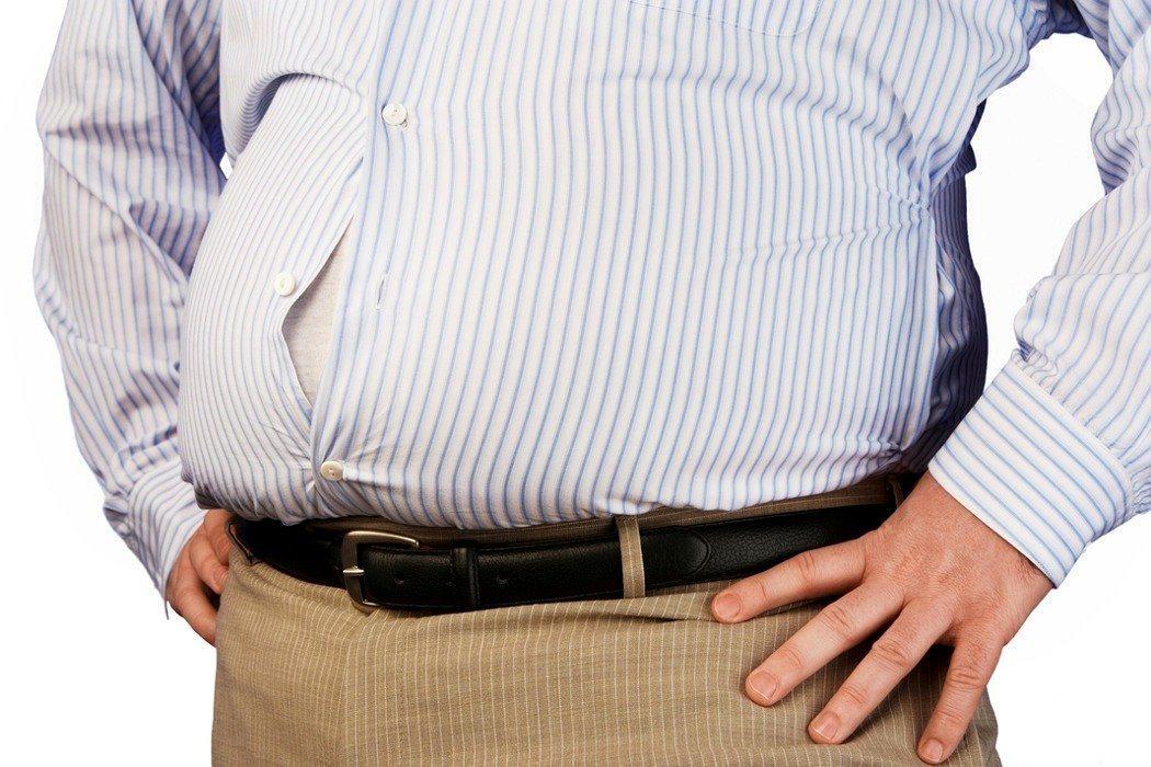 醫師提醒,體重過重的糖尿病患,因心血管致死的風險比常人高出27% ,年節將至,呼...