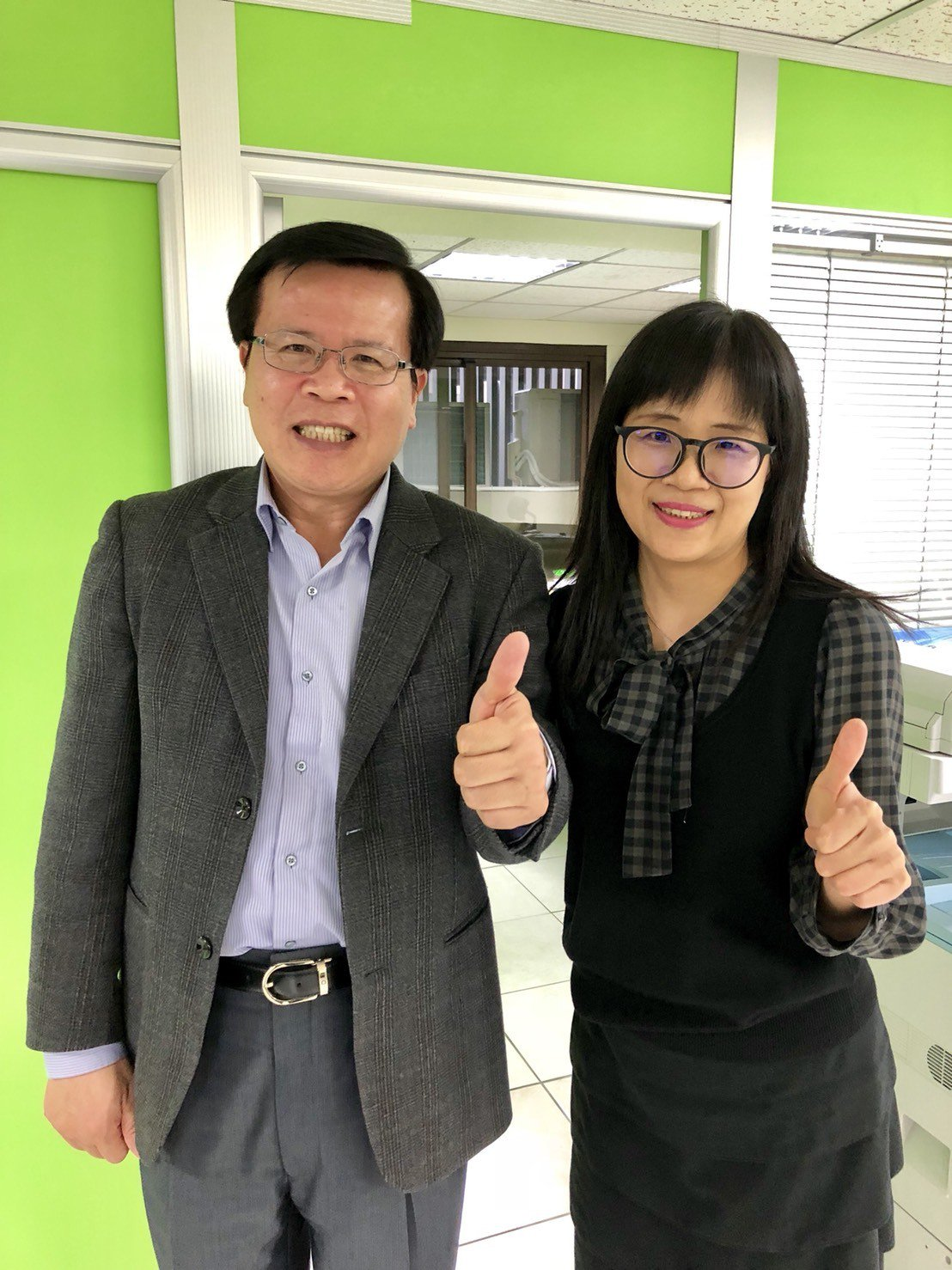 律師林麗芬(右)是東海大學法律學院副教授黃啟禎的得意門生。記者林敬家/攝影
