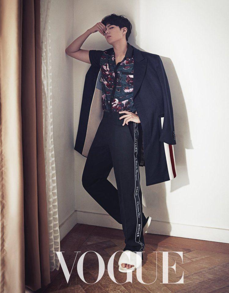 朴寶劍首度拍攝台灣雜誌封面。圖/VOGUE雜誌提供