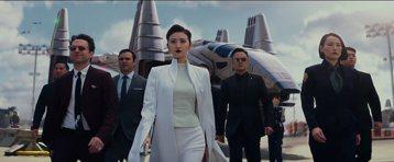 華人女星進軍國際命運難料:章子怡近10年來第一部好萊塢新作「科洛弗悖論」,從原本要在院線上映,突然變成全球Netflix同步上架;過去一整年極力營造國際知名度的景甜,雖在「環太平洋2:起義時刻」軋上...