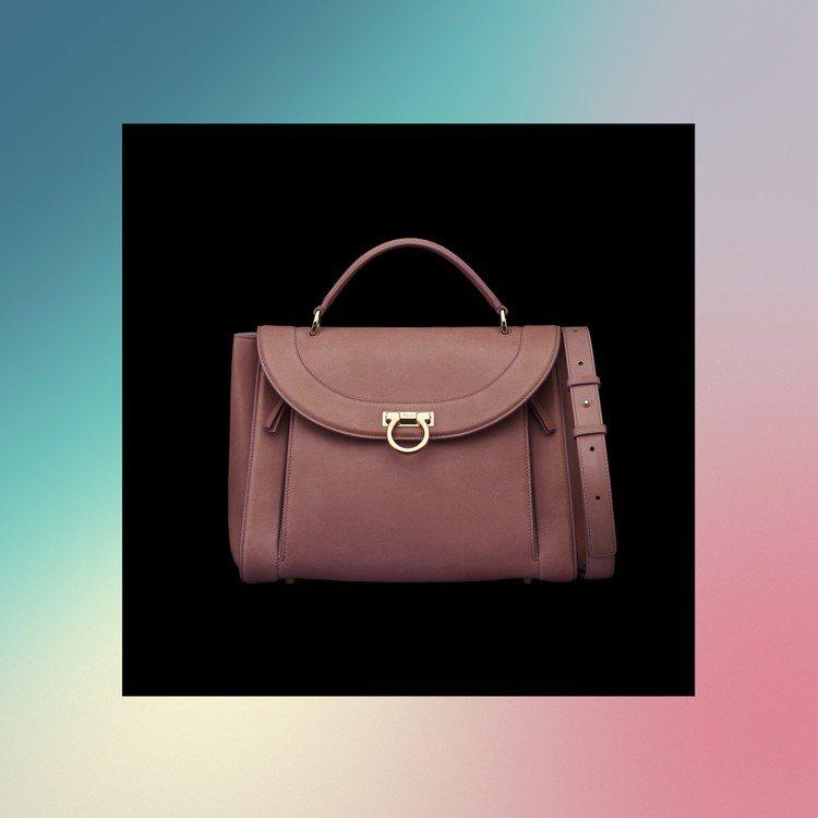 Sofia Rainbow粉紫色小牛皮提包71,900元(小)圖/Ferraga...