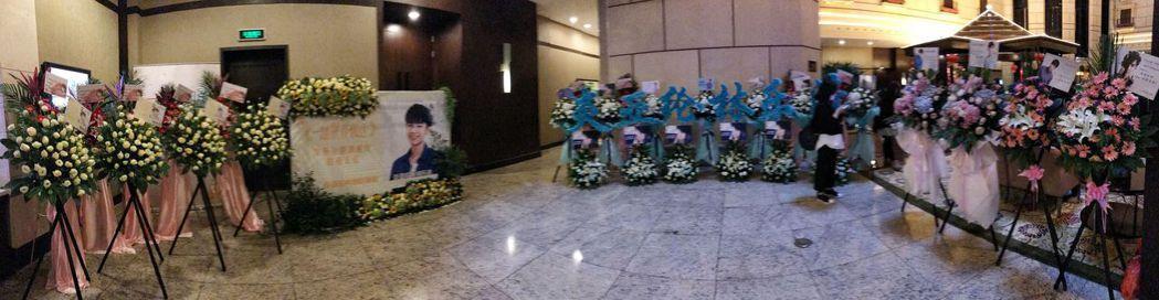 炎亞綸的粉絲為偶像的發布會布置花海。圖/華研國際提供