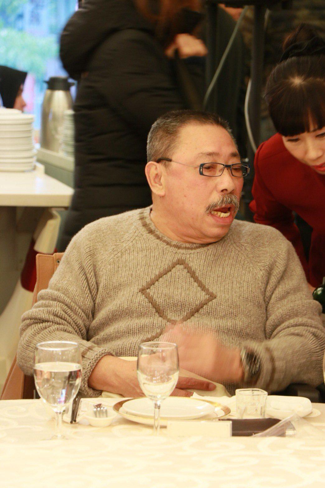 陳松勇出席關懷藝人年終餐會,不改豪爽大哥性格,嗆酸周遊、李朝永夫婦。圖/中視提供