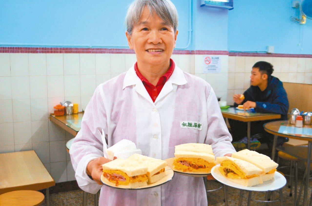 南屏雅敘三文治是許多人到此必吃的餐點。 記者魏妤庭/攝影
