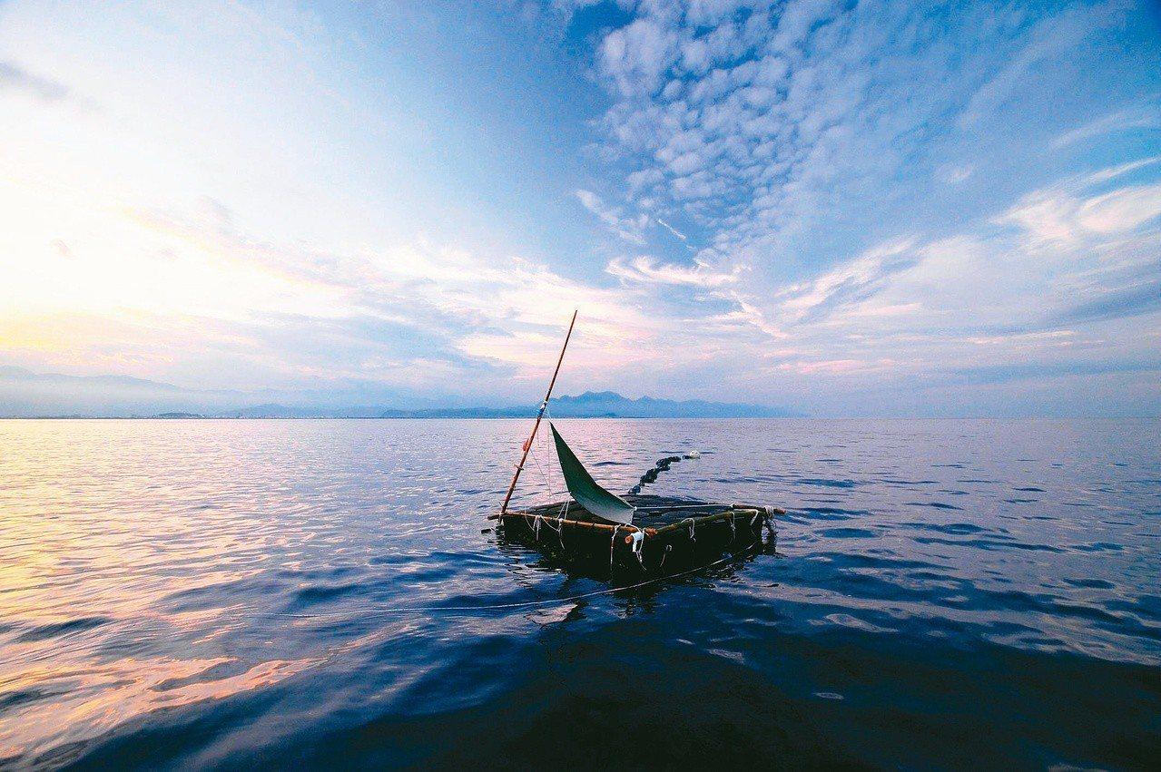 我的小血脈搭乘孤舟,航行於大洋之中,一次又一次如此貼近地感應到黑潮的脈動。
