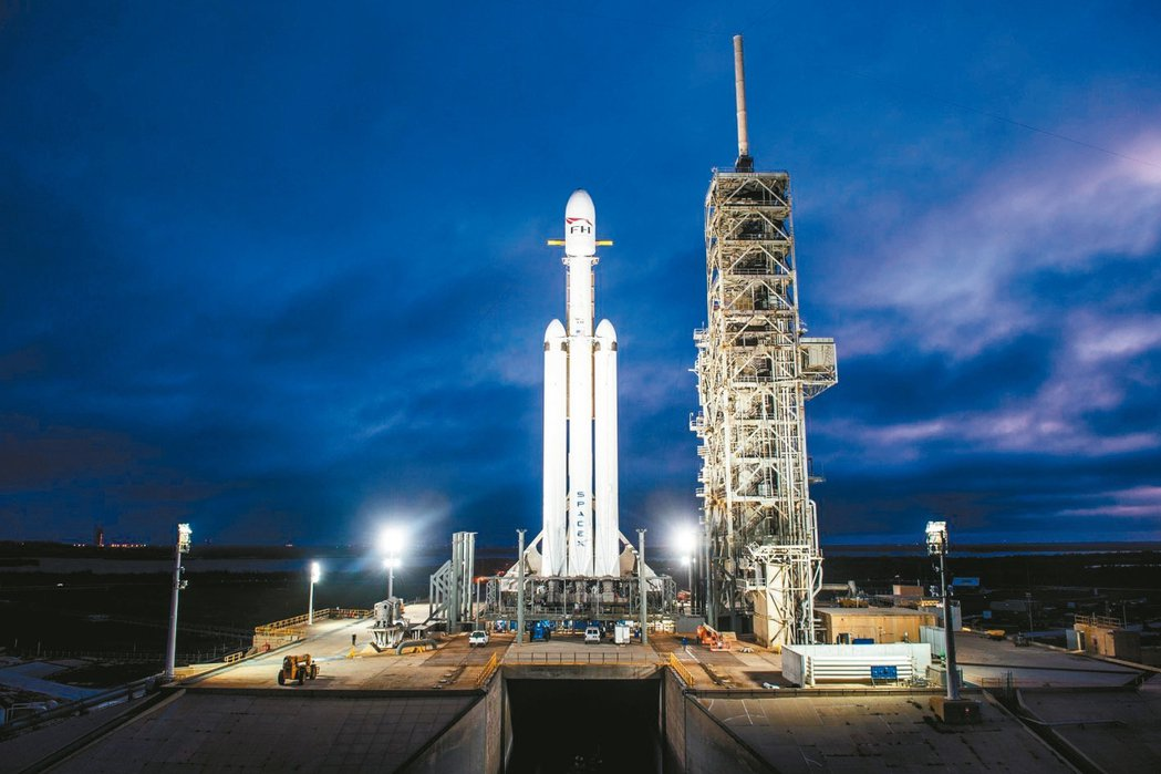 Falcon Heavy在美東時間6日下午1時30分於佛州的卡納維爾角發射,這是...