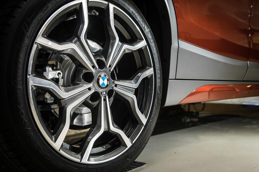 全新BMW X2 sDrive20i M Sport X標配專屬19吋M款722...
