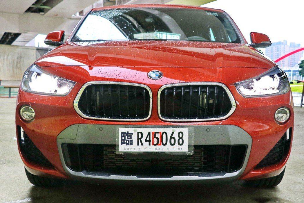 BMW X2的車頭設計相當有新意。 記者陳威任/攝影
