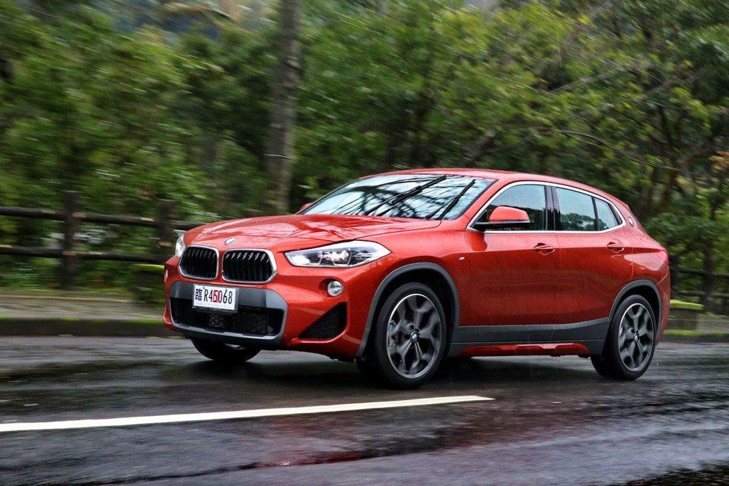 BMW X2 sDrive20i M Sport X的動態表現相當硬派。 記者陳...