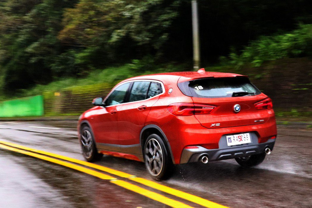 BMW X2 sDrive20i M Sport X延續BMW充滿樂趣的駕馭性格...