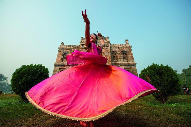 從邱琬筑的舞姿就能感受到她在印度活得多自信。