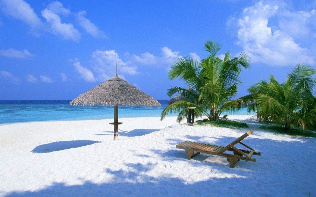 白沙灘 White Beach miriadna.com