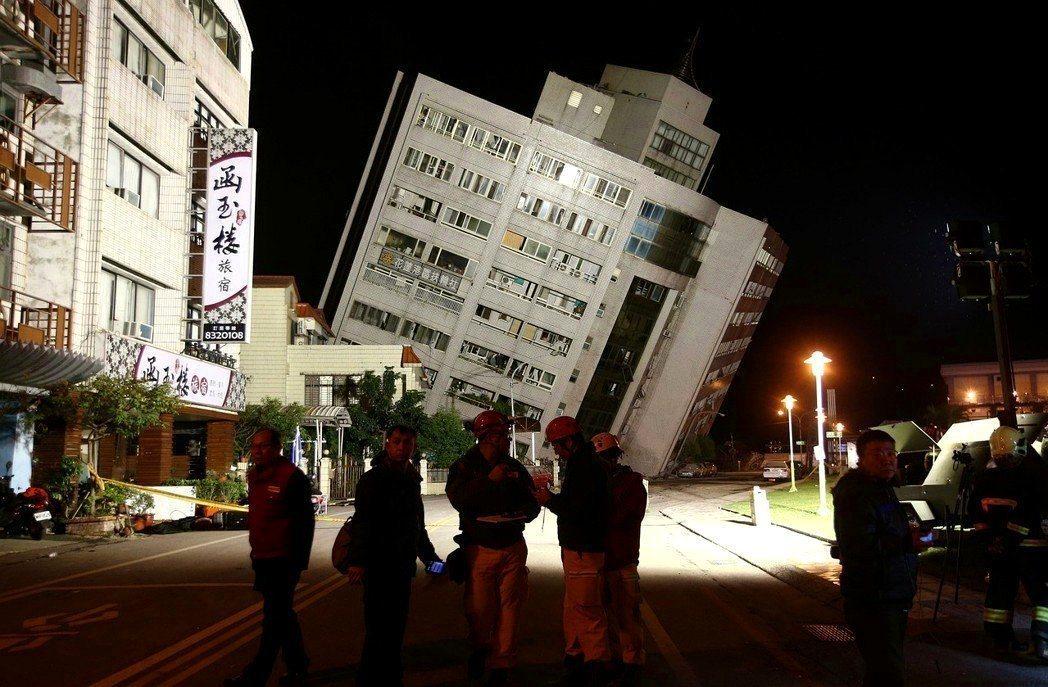 花蓮強震已有多棟建物崩塌,目前已確認有2人死亡,受傷219人,尚有173人失聯。...