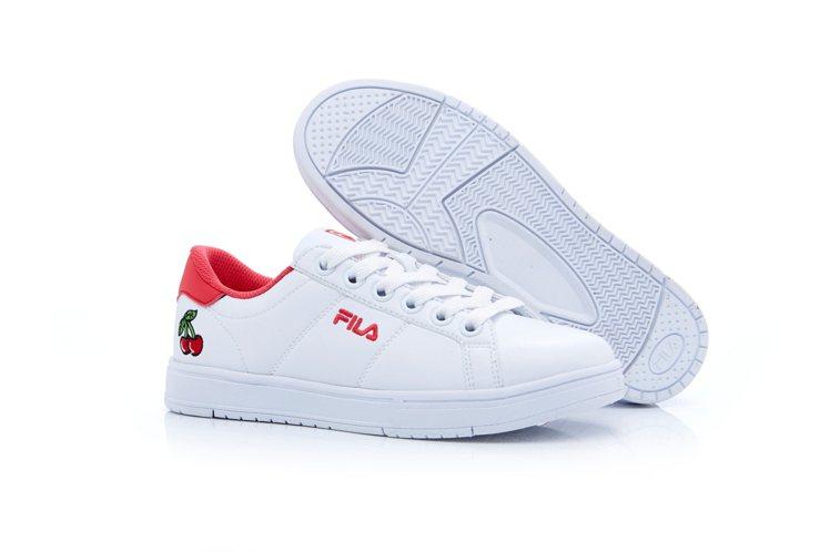 FILA Fruit Soda Shoes櫻桃綁帶鞋,約2,180元。圖/FIL...