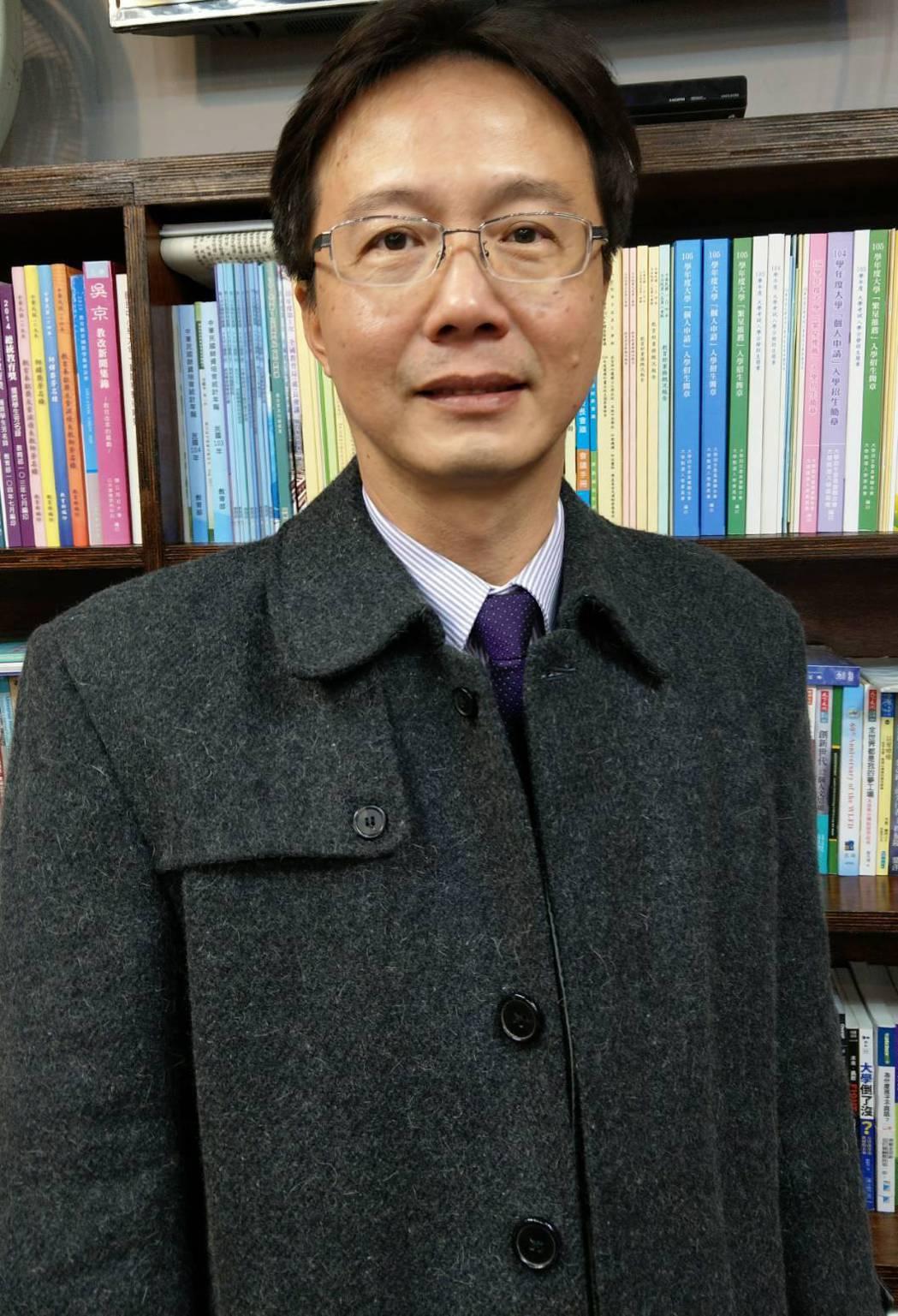 高苑科大總務長、建築系助理教授江文理建議民眾購屋,最好買921以後蓋的房子,平面...