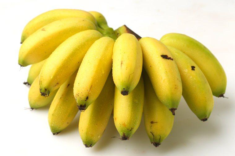 香蕉是鉀離子的水果代表,每一根香蕉約含有380毫克的鉀離子,再加上香蕉的膳食纖維...