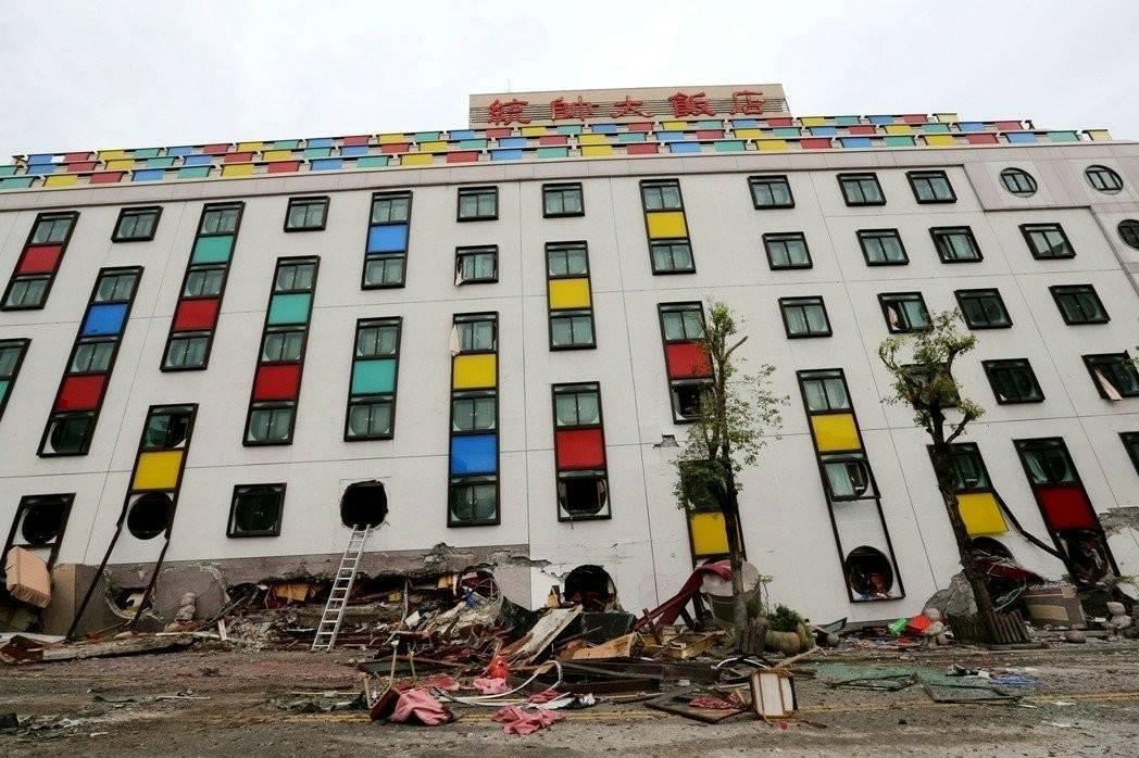 營運41年的花蓮統帥飯店,耐震度本來就較921以後完工的新大樓低,又鄰近斷層帶,...