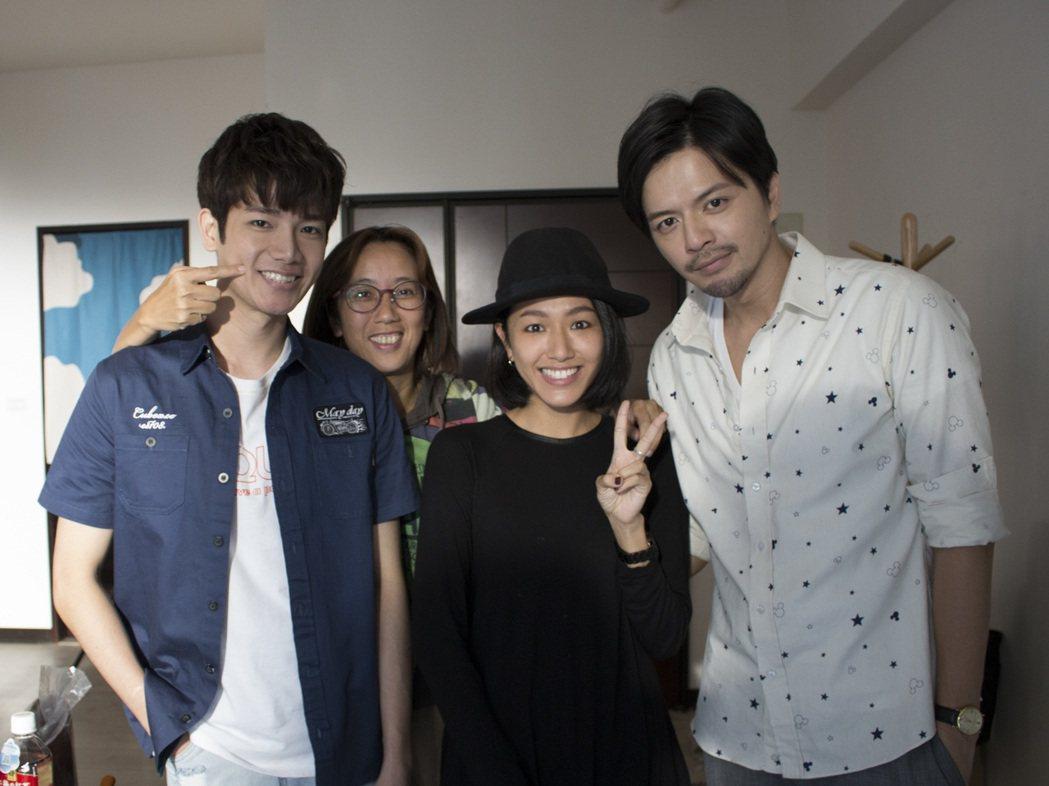林意箴(右二)探班「是非」拍攝。圖/CHOCO TV提供