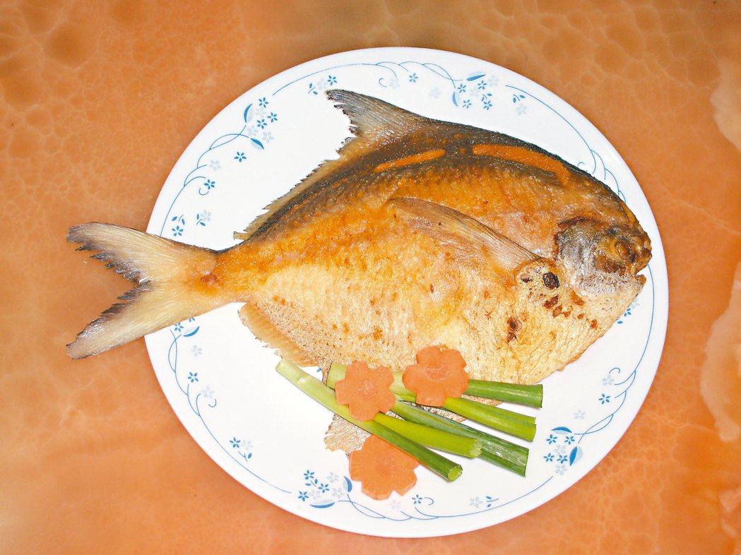 日常魚料理,我多以清蒸為主,過年就不同了,非得煎一條魚上桌,才覺得香噴可口,大餐...