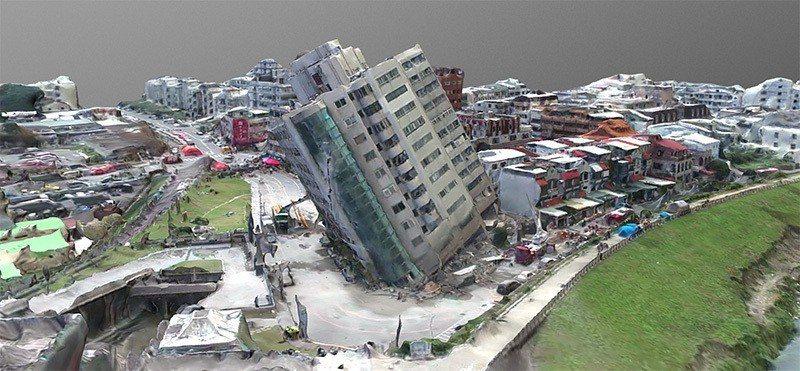 成大測量與空間資訊學系以電腦重建花蓮雲門翠堤大樓的3D影像,協助救災。 圖/成大...