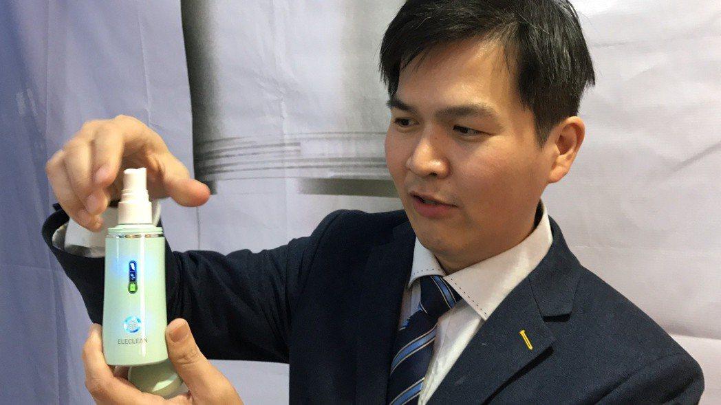 工研院新創公司「創淨科技」去年成立,研發出水通電即可變成消毒噴霧,研發團隊主要人...