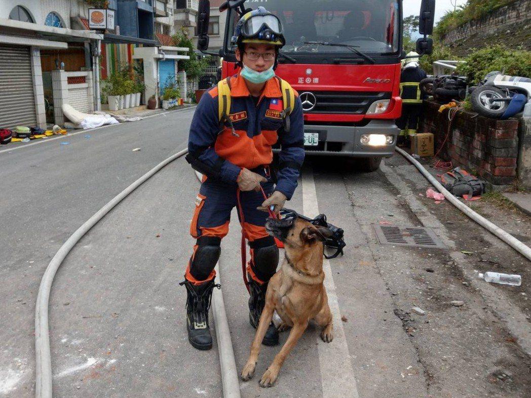 新北搜救犬貝塔,在漂亮生活旅店尋獲陸籍女子韋嘉的遺體。 圖/新北市消防局提供