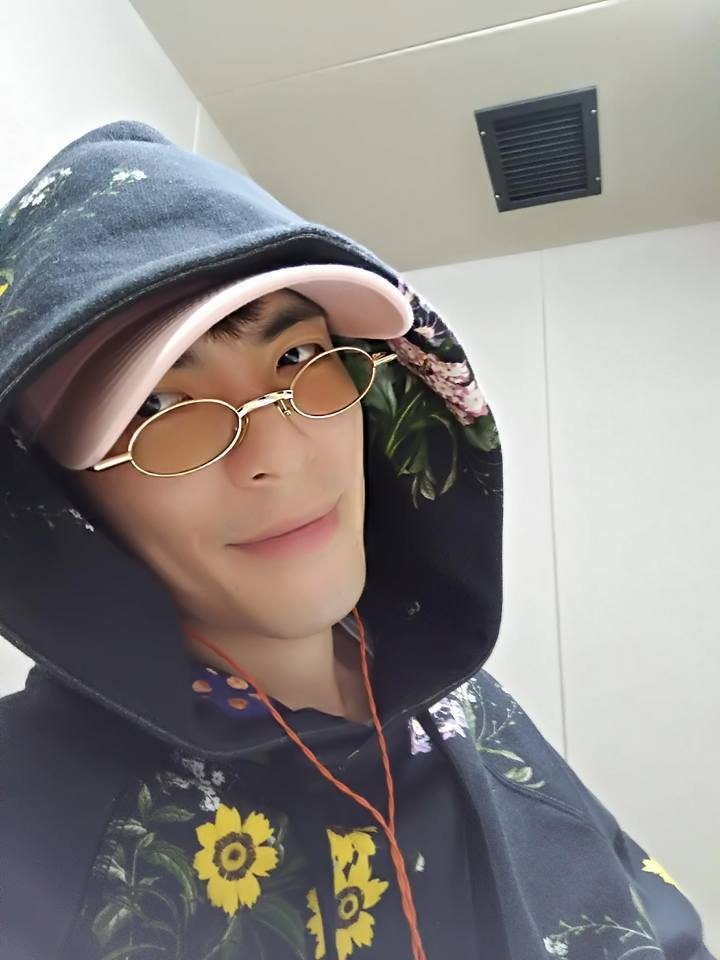 蕭敬騰經常利用配件,替私服穿搭增加亮點。圖/擷自facebook