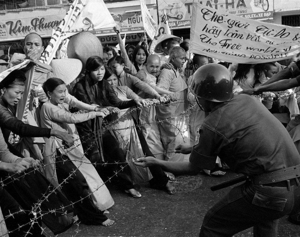 1963年南越政局開始惡化,天主教徒的吳廷琰政權與佛教徒起了相當大的衝突。 圖/...