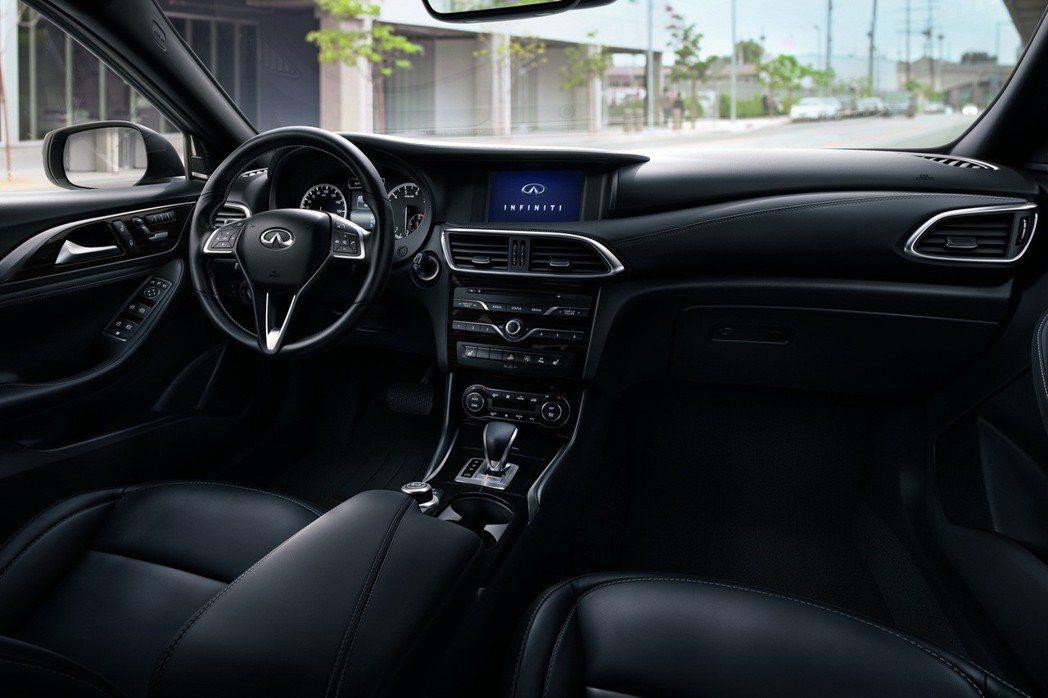 INFINITI QX30以預售價168萬元起熱烈預售中,即日起至QX30正式上市前下訂者,於完成領牌後可再享專屬交車禮。 圖/INFINITI TAIWAN