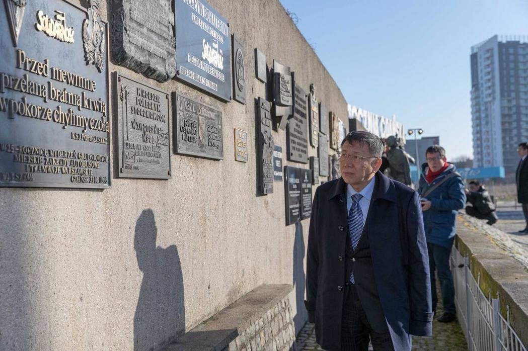 日前台北市長柯文哲出訪波蘭,跟波蘭前總統華勒沙請教如何處理「轉型正義」。 圖/取...
