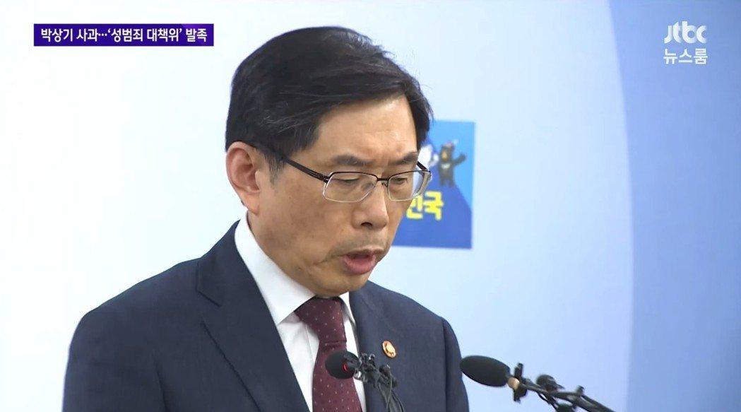 明明早已知情卻怠慢處理性騷擾案的法務部長朴相基。 圖/JTBC