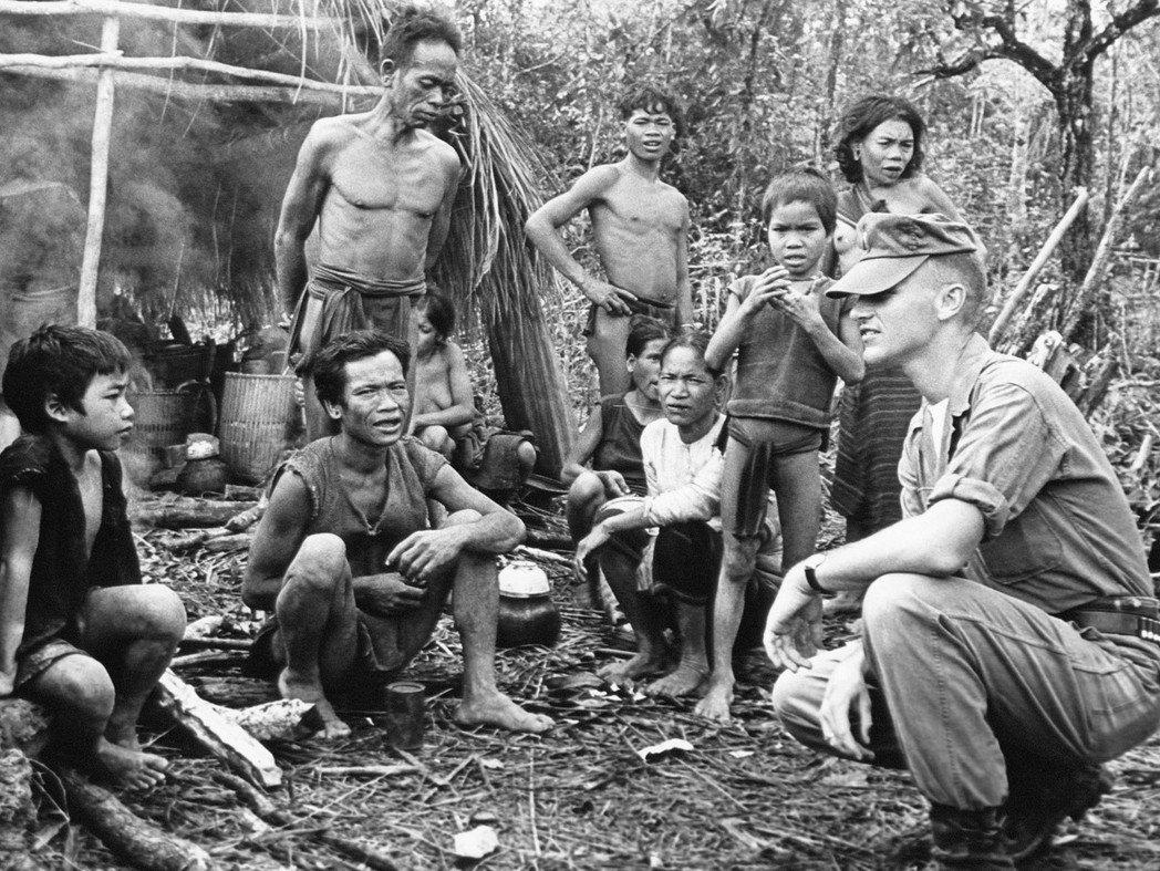 「難道我只是被華盛頓操控的木偶?如果美國人命令越南人如操控木偶,那麼美國人跟法國...