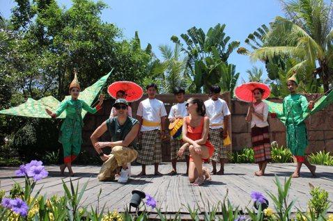 錦榮和Akemi主持的「王子的移動城堡II」結束了澳洲行來到柬埔寨,提到柬埔寨首先想到的就是吳哥窟,亞洲旅遊台這次特策劃將帶大家認識不一樣的柬埔寨和吳哥窟之外的世外桃源,同時讓錦榮和Akemi體驗柬...