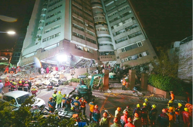 花蓮大地震災情嚴重,各界愛心不斷湧入,但也有人質疑救災資訊應該更加透明。記者曾吉...
