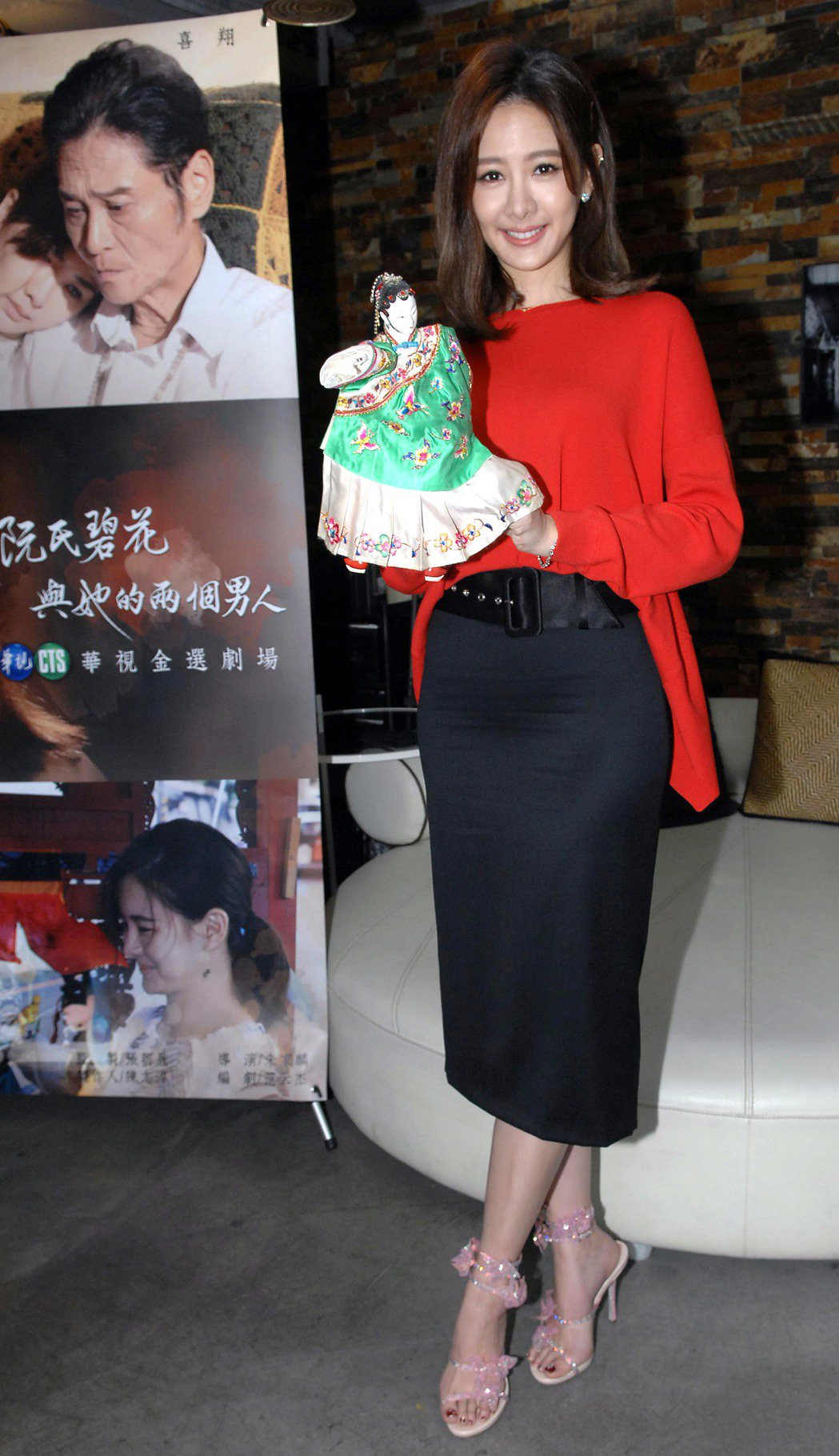 安心亞演出「阮氏碧花與她的兩個男人」。圖/華視提供