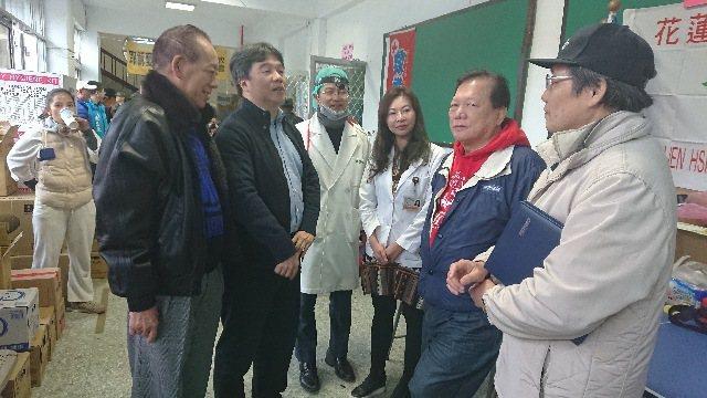 醫師公會全聯會今訪視花蓮急救站,為現場醫護人員加油打氣。圖/王必勝醫師提供