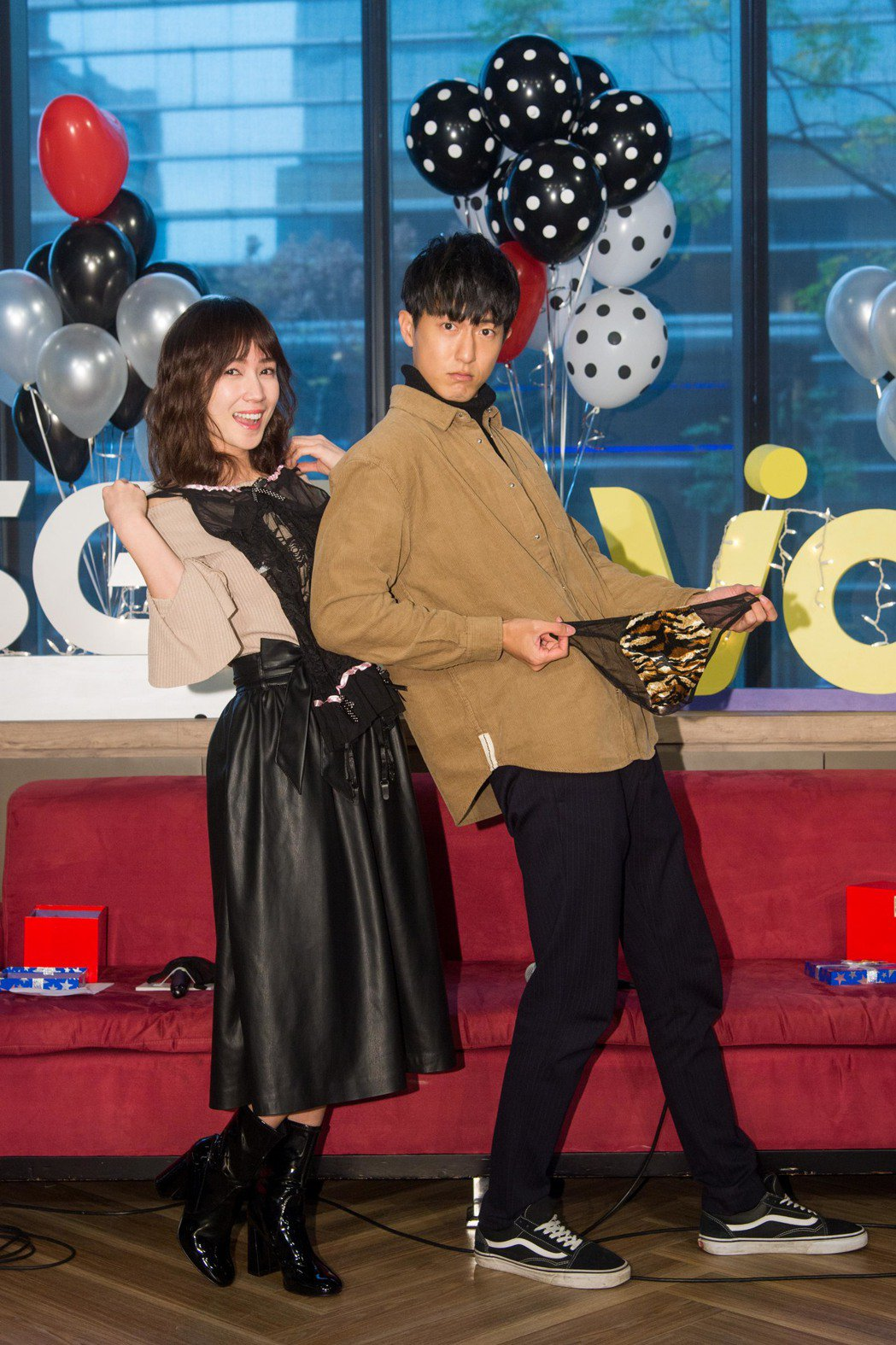 小薰與邱昊奇(右)舉行慶生見面會。圖/三立提供