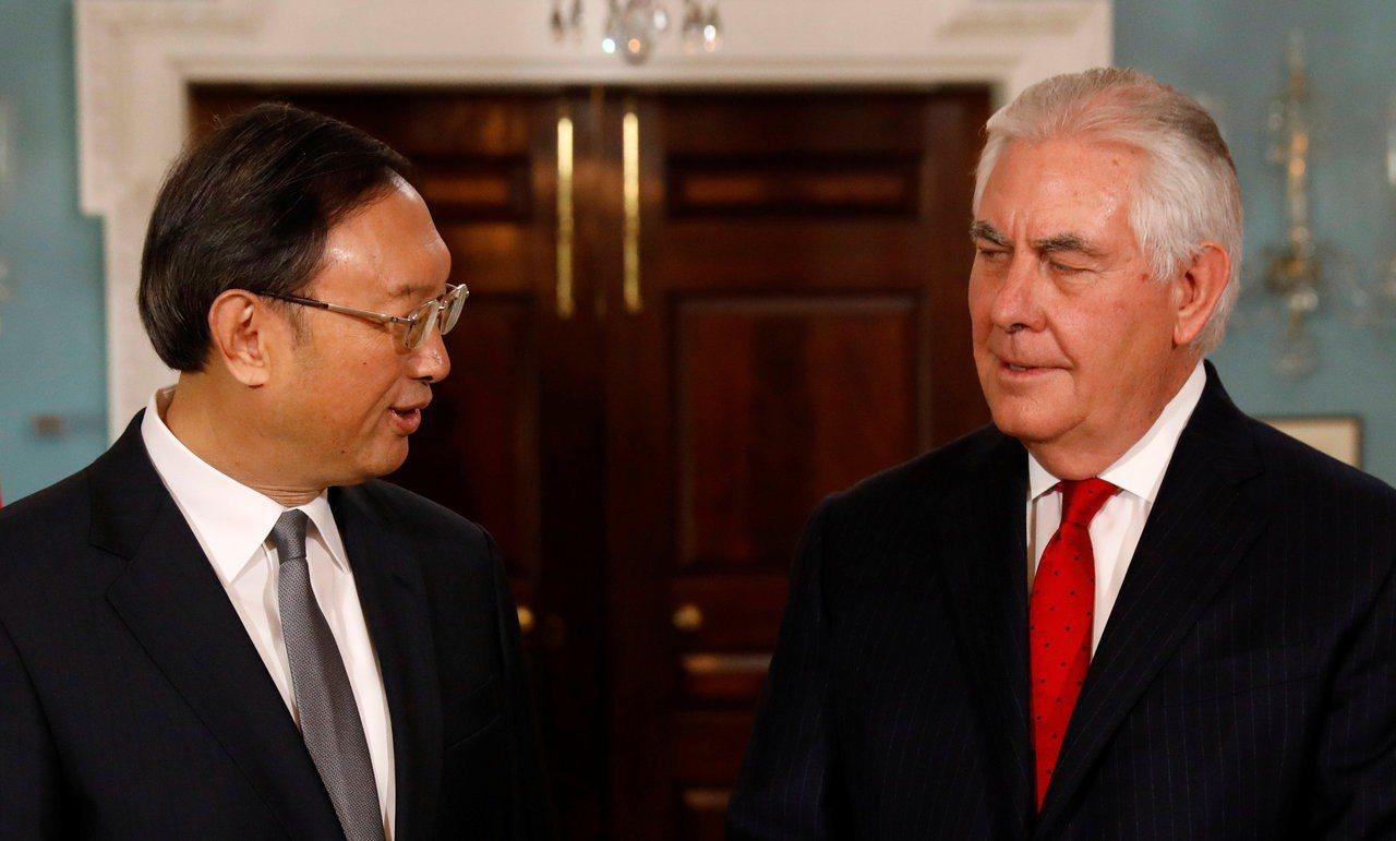 大陸國務委員楊潔篪於華東時間2月8日與美國國務卿提勒森舉行會談。路透
