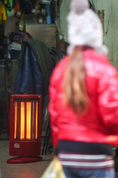 寒流來襲連日低溫,民眾使用電暖器次數變多。記者王騰毅/攝影
