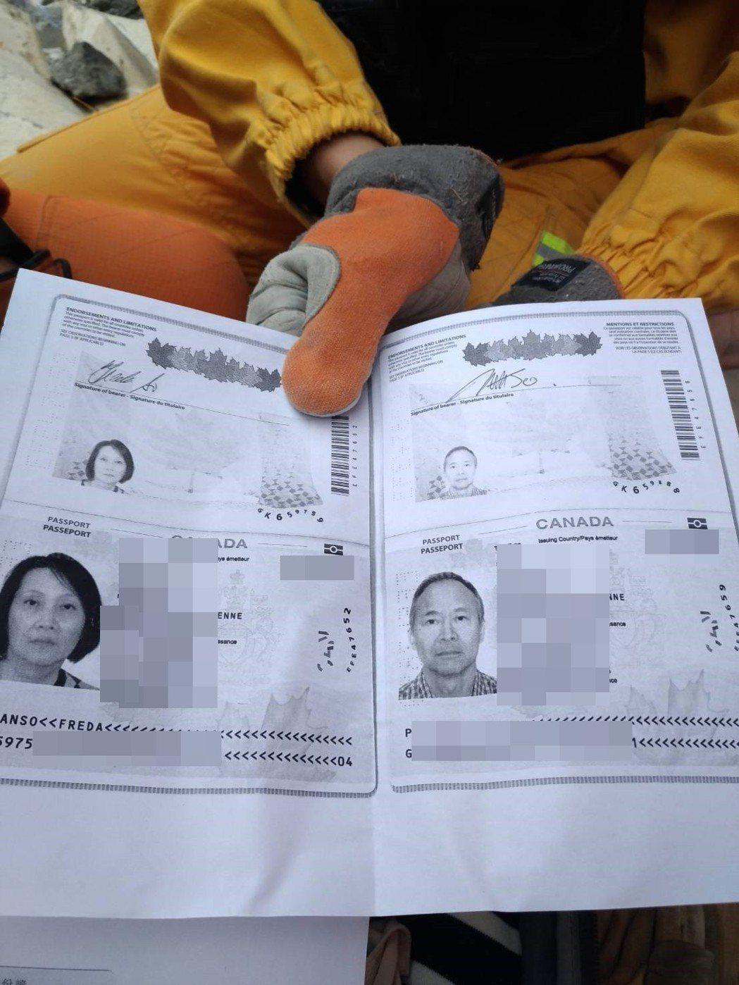 搜救人員找到加國夫婦,發現他們的護照影本。 圖/嘉義市特搜隊提供
