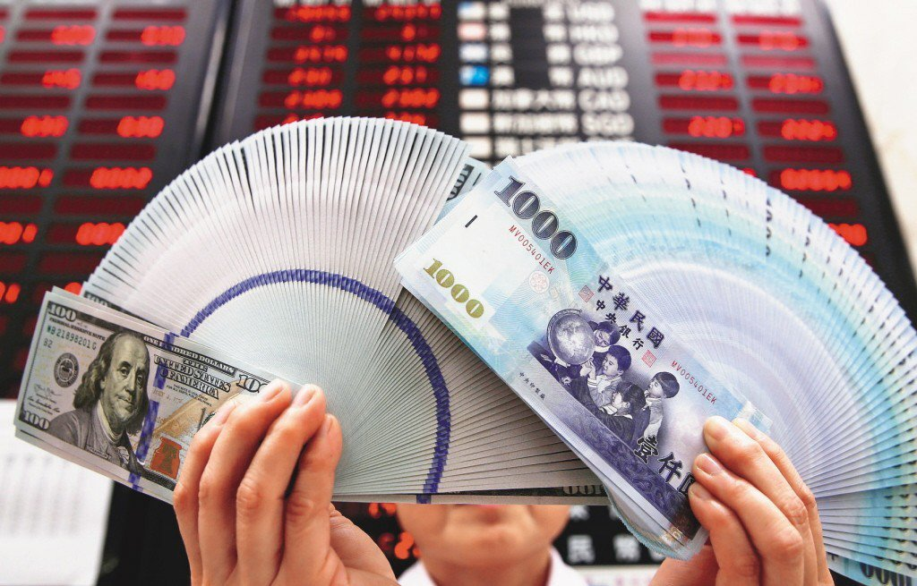 受到美股重挫影響,台股開盤大跌,新台幣亦以貶值態勢開出。 聯合報系資料照